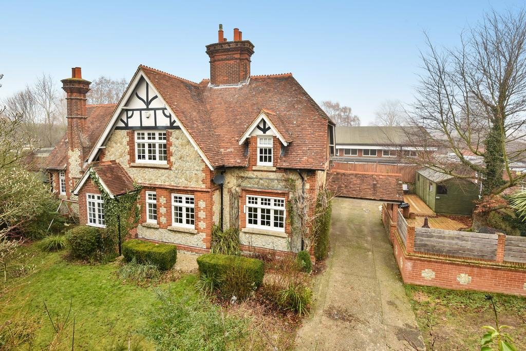 4 Bedrooms Link Detached House for sale in Rectory Lane North, Leybourne