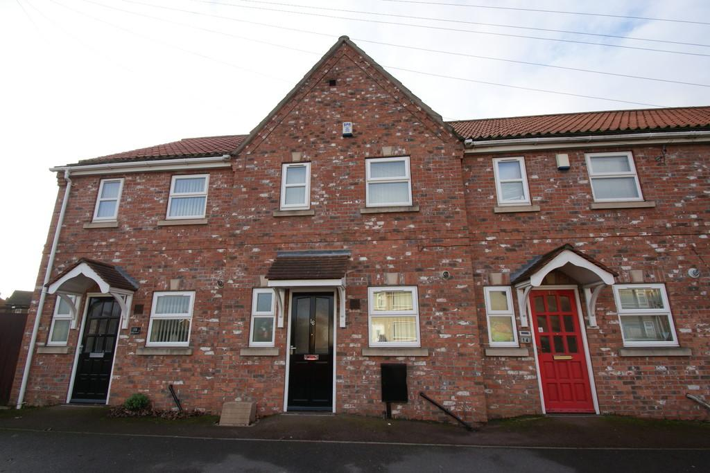 2 Bedrooms Terraced House for sale in Willow Road, Armthorpe, DN3 3HD