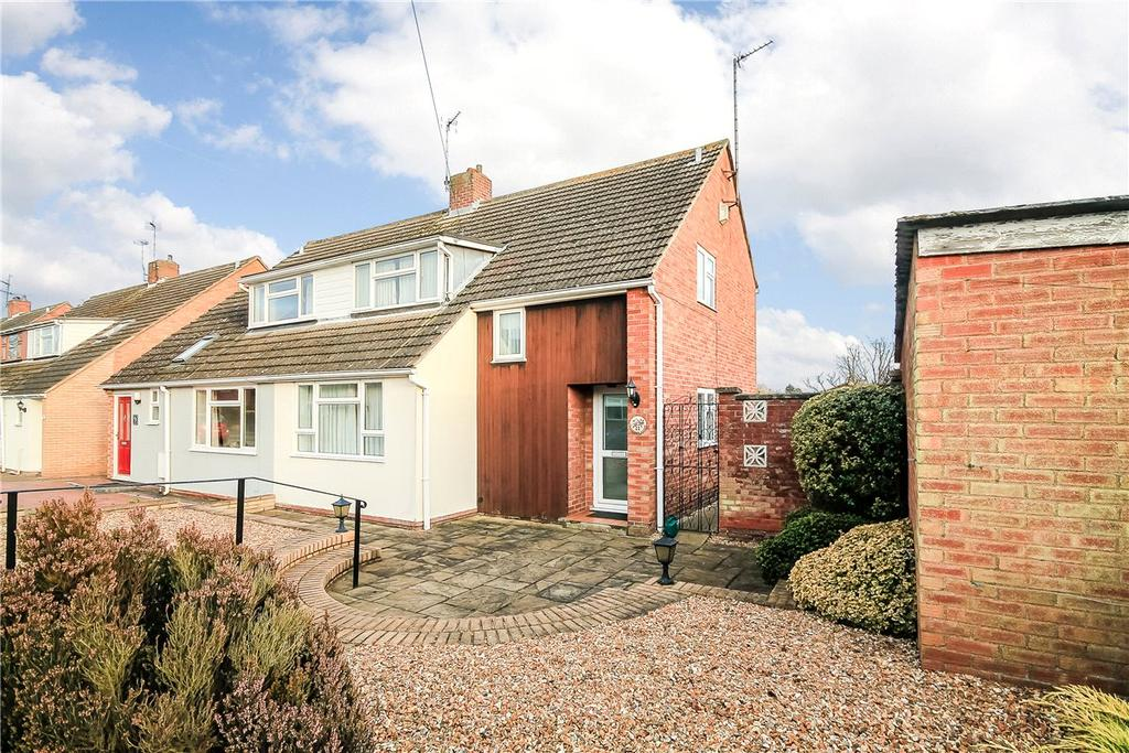 3 Bedrooms Semi Detached House for sale in Cliveden Close, Cambridge, CB4