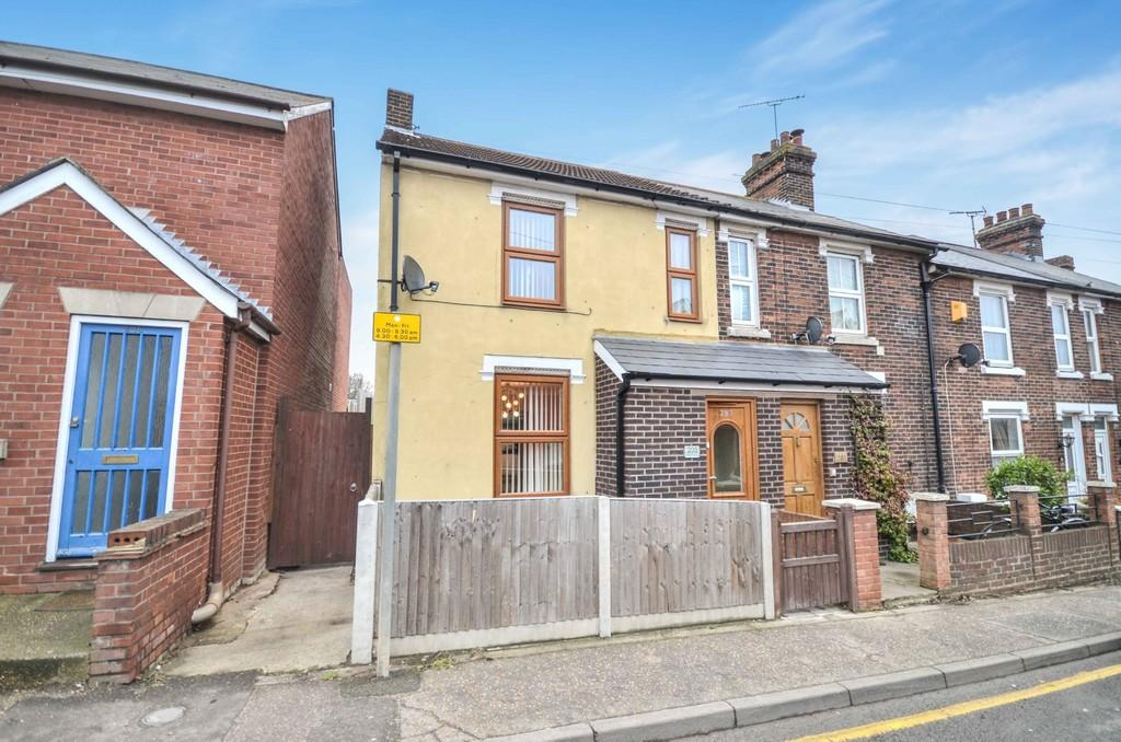 2 Bedrooms End Of Terrace House for sale in Bergholt Road, Colchester