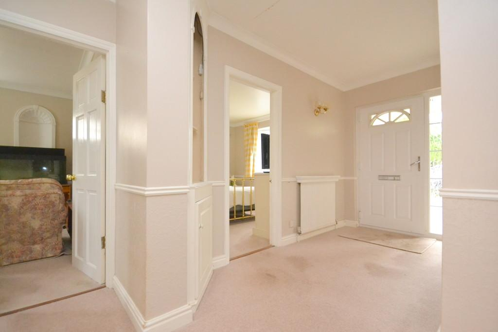 3 Bedrooms Detached Bungalow for sale in Southend Road, Howe Green