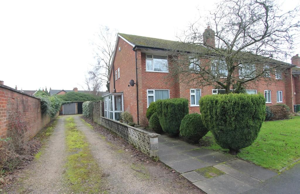 2 Bedrooms Maisonette Flat for sale in St Johns Close, Knowle