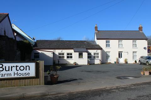 4 bedroom detached house for sale - Burton, Milford Haven