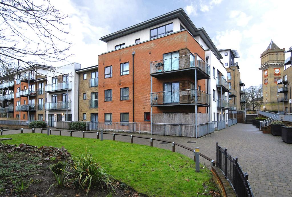 1 Bedroom Flat for sale in Hither Green Lane, SE13