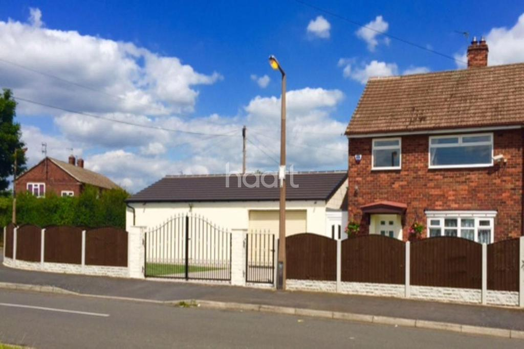 3 Bedrooms Semi Detached House for sale in Oldfield Crescent, Stainforth