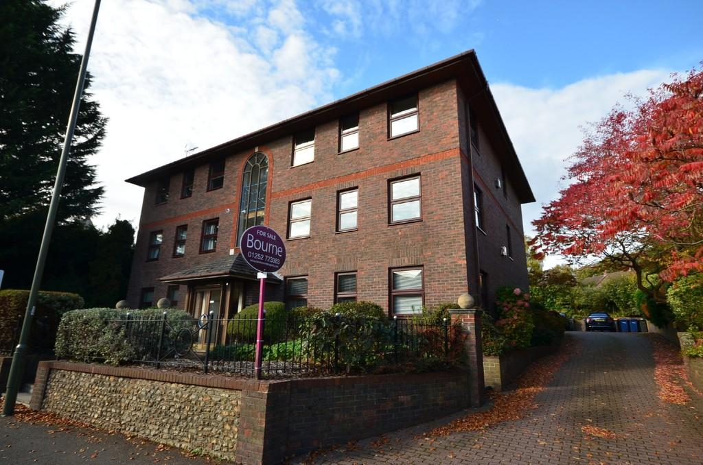 2 Bedrooms Apartment Flat for sale in East Street, Farnham