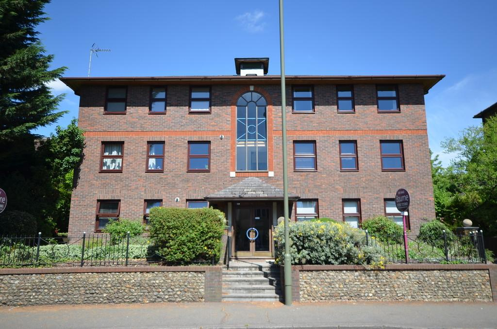 2 Bedrooms Apartment Flat for sale in East Street, Farnham