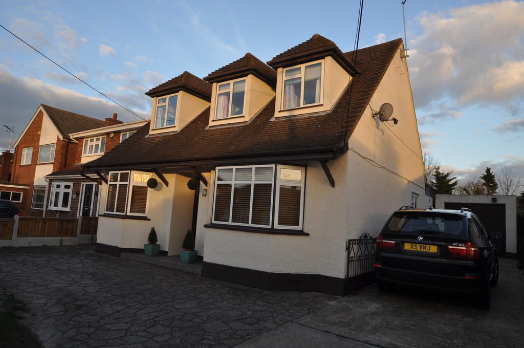 4 Bedrooms Detached House for sale in Gifford Road, Benfleet
