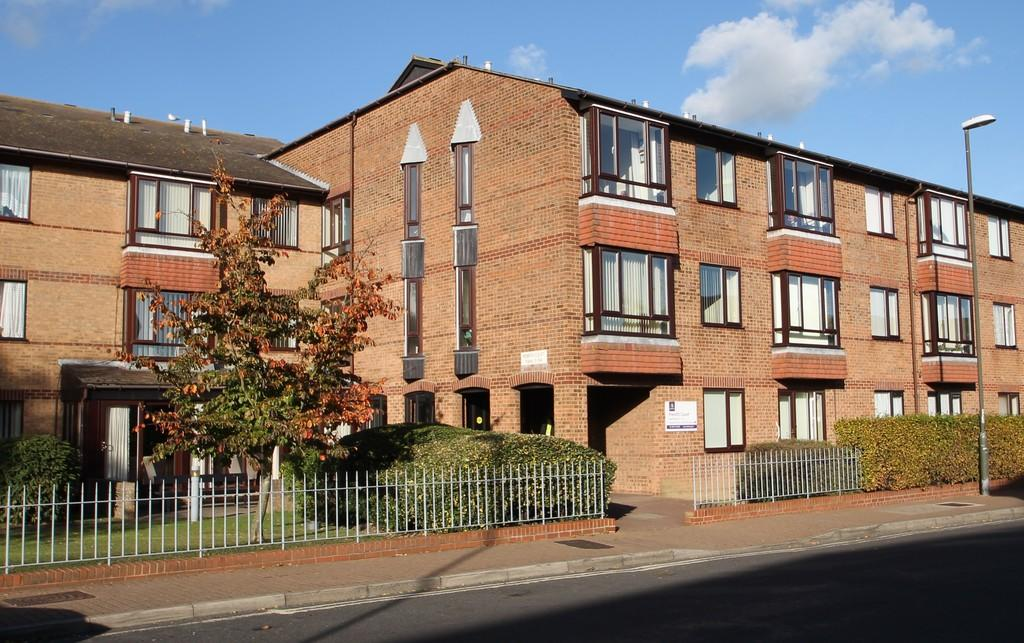 1 Bedroom Flat for sale in Penrith Court, Broadwater Street East, Worthing, BN14 9AN