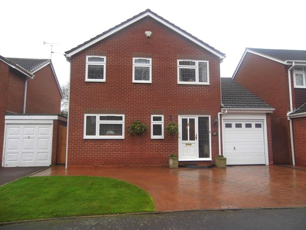 3 Bedrooms Detached House for sale in Chatsworth Close, Cheswick Green