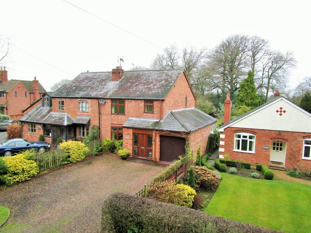 3 Bedrooms Semi Detached House for sale in Case Lane, Hatton