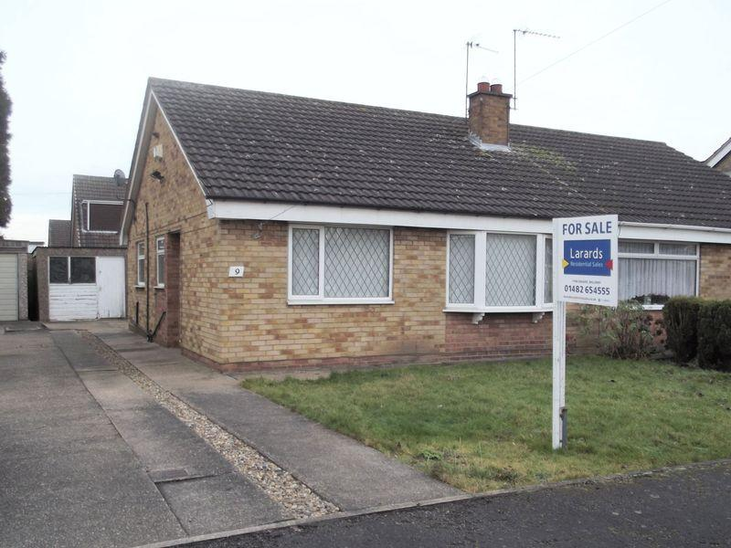 2 Bedrooms Semi Detached Bungalow for sale in 9 Stanbury Road, Hull