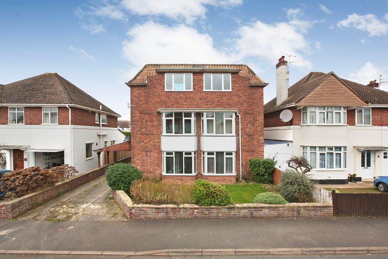 2 Bedrooms Flat for sale in PARKFIELD