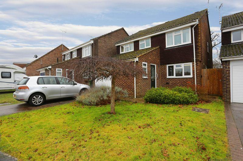 4 Bedrooms Detached House for sale in 2 Chantry Close, Henfield