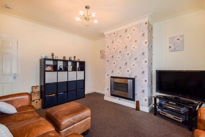 2 Bedrooms Semi Detached House for sale in Oakdale Avenue, Wrose
