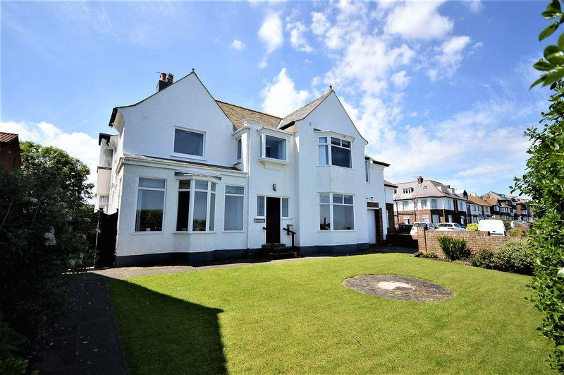 5 Bedrooms Detached House for sale in North Promenade, Whitby, Stunning 5 bed property with double garage overlooking the Sea