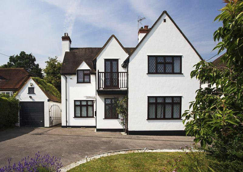 4 Bedrooms Detached House for sale in Hockett Lane, Cookham Dean
