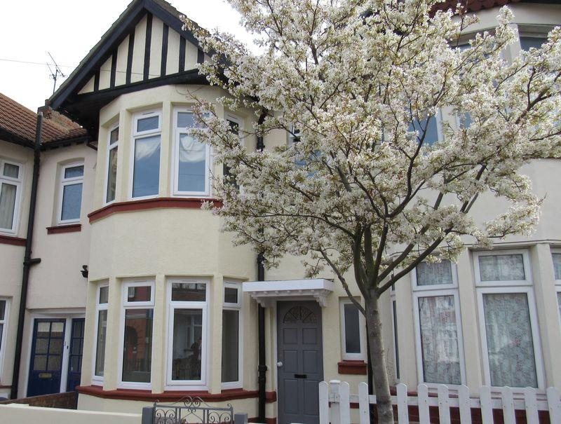 4 Bedrooms Terraced House for sale in Westcliff Park Drive, Westcliff-On-Sea