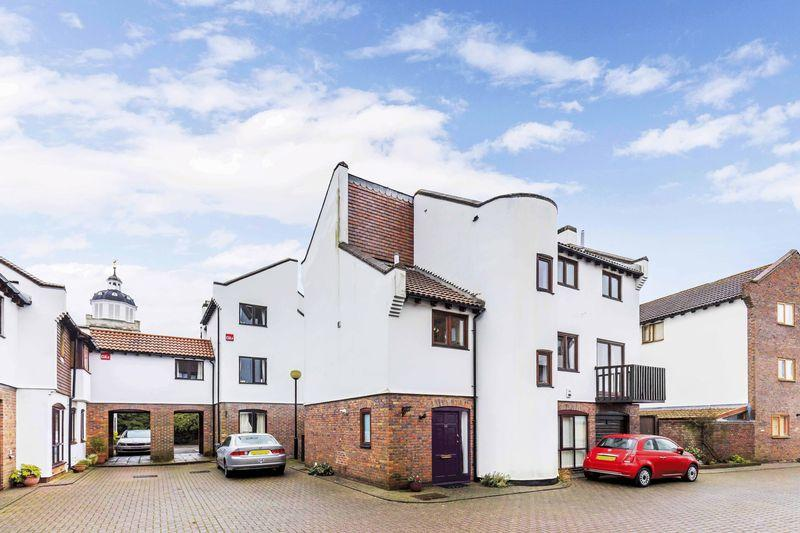 4 Bedrooms Detached House for sale in Oyster Mews, French Street, Old Portsmouth