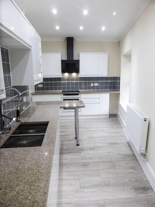 4 Bedrooms Semi Detached House for sale in Waterloo Road, Shepton Mallet