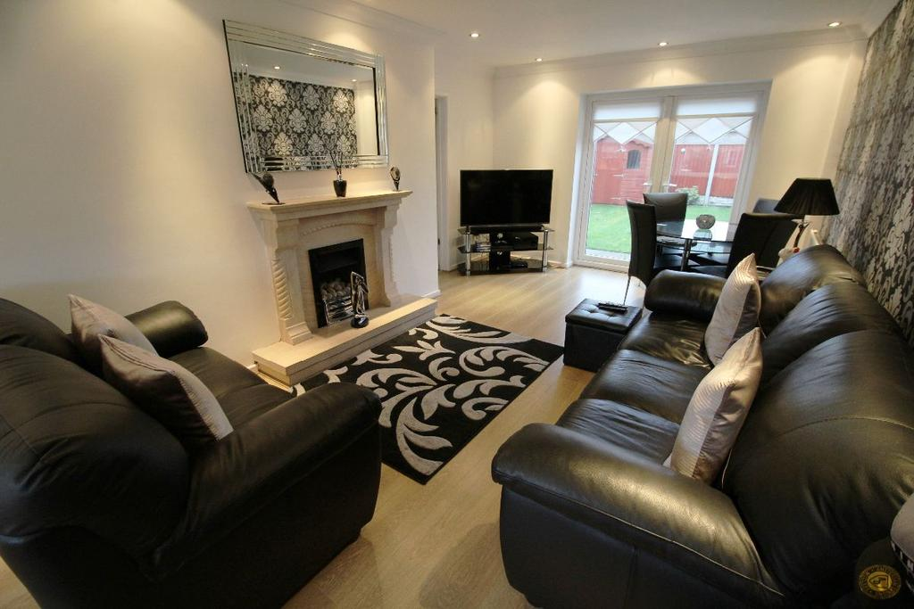 3 Bedrooms Semi Detached House for sale in Hereford Drive