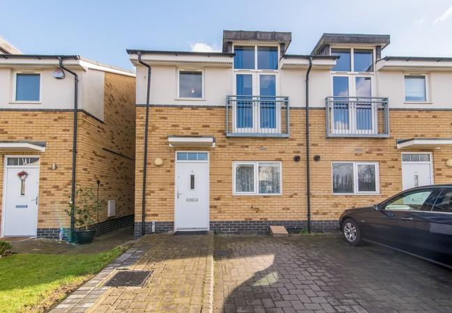 3 Bedrooms Semi Detached House for sale in Brazier Crescent, Northolt