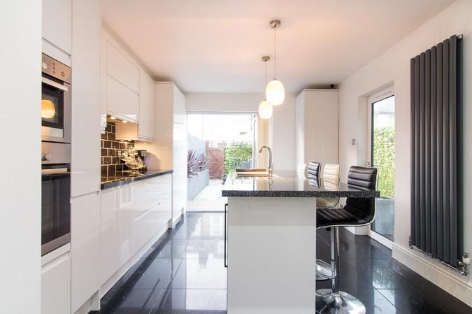 3 Bedrooms End Of Terrace House for sale in Eastbourne Road, Brentford