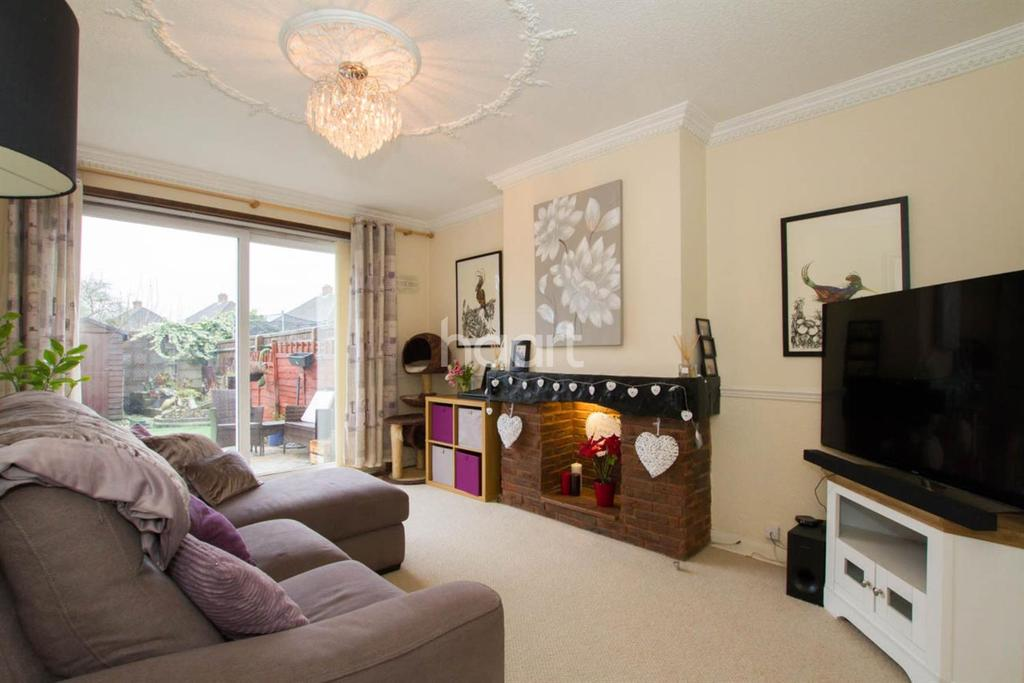2 Bedrooms Maisonette Flat for sale in Russell Crescent, Watford, WD25