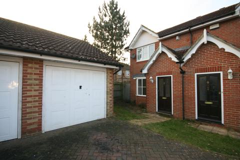 3 bedroom end of terrace house to rent - Manor House Drive, Ashford TN23