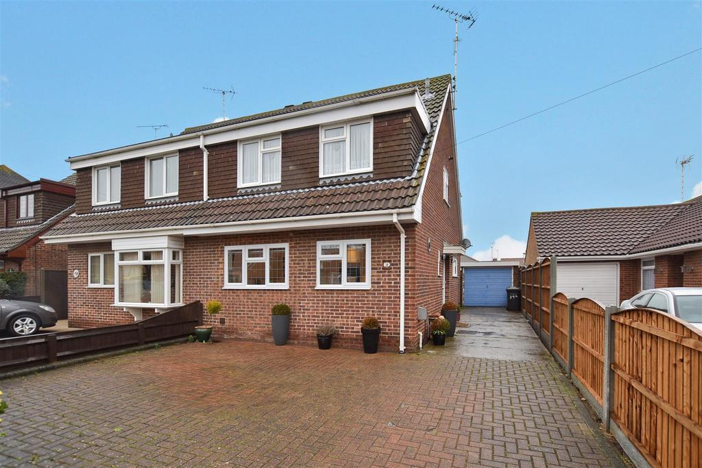 3 Bedrooms Semi Detached House for sale in Warwick Road, Rayleigh