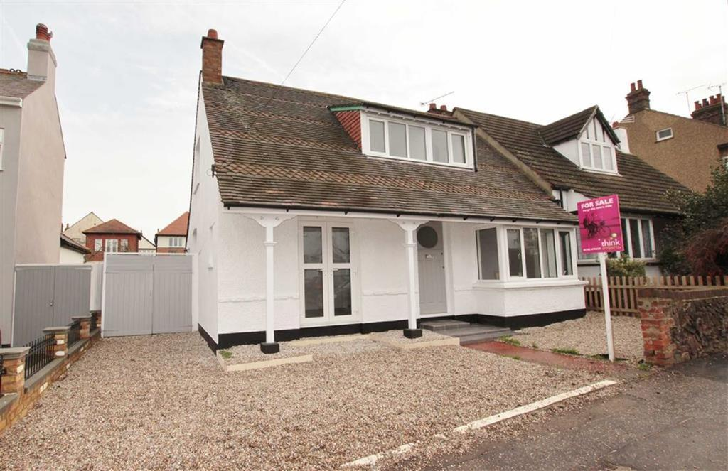 4 Bedrooms Semi Detached Bungalow for sale in Nelson Road, Leigh-On-Sea, Essex