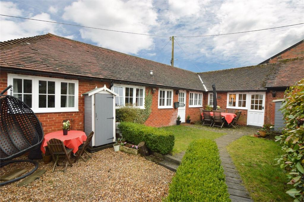 3 Bedrooms Mews House for sale in Farnham Road, LISS, Hampshire