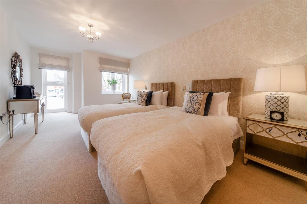 2 Bedrooms Apartment Flat for sale in Rykeneld Court, Wolstanton, Newcastle under Lyme