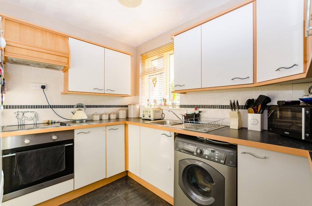3 Bedrooms Terraced House for sale in Wood View Crescent, Castleford