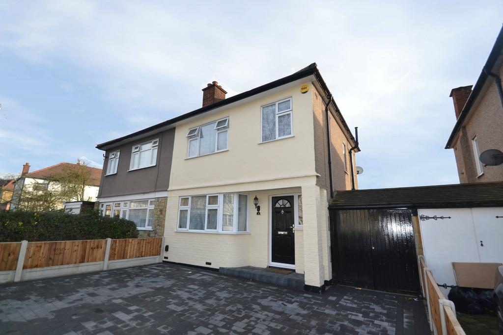 3 Bedrooms Semi Detached House for sale in Hazell Crescent, Romford