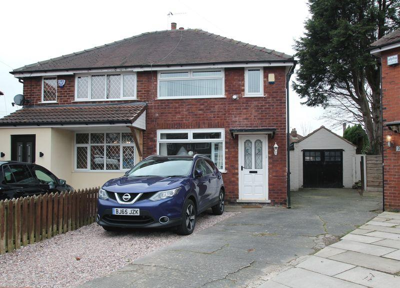 2 Bedrooms Semi Detached House for sale in Doric Avenue, Bredbury