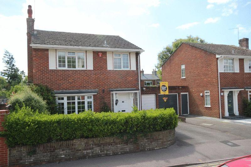 3 Bedrooms Detached House for sale in CHRISTCHURCH TOWN CENTRE