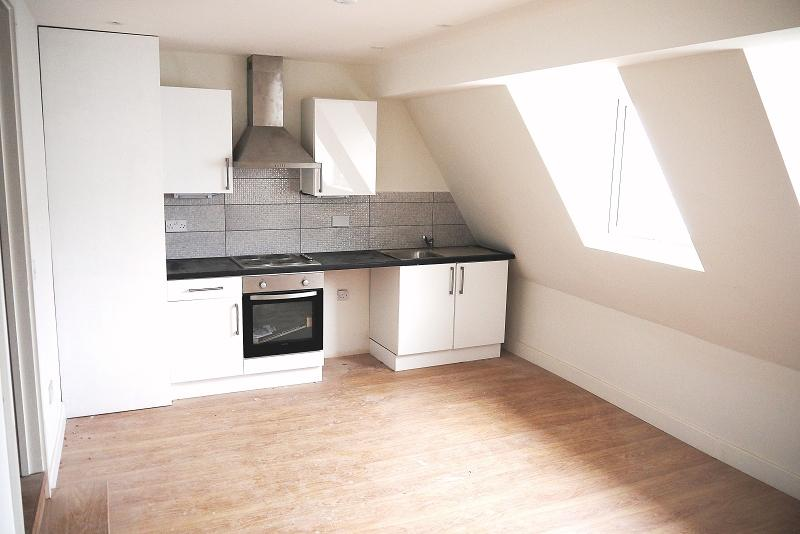 1 Bedroom Flat for sale in Barking Road, Plaistow, London, Greater London. E13 8EE