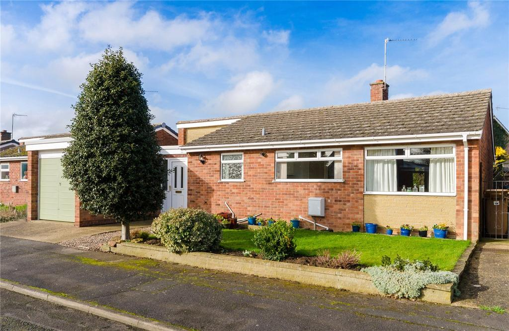 3 Bedrooms Detached Bungalow for sale in Deepdale Drive, Leasingham, Sleaford, Lincolnshire, NG34