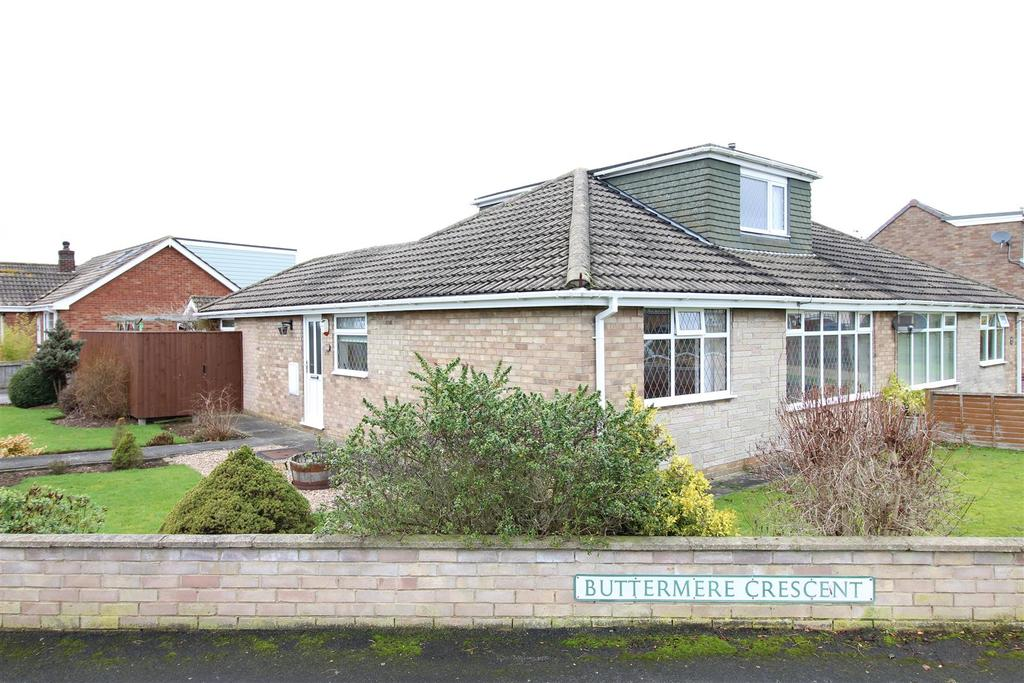 4 Bedrooms Semi Detached Bungalow for sale in Coniston Crescent, Humberston, Grimsby