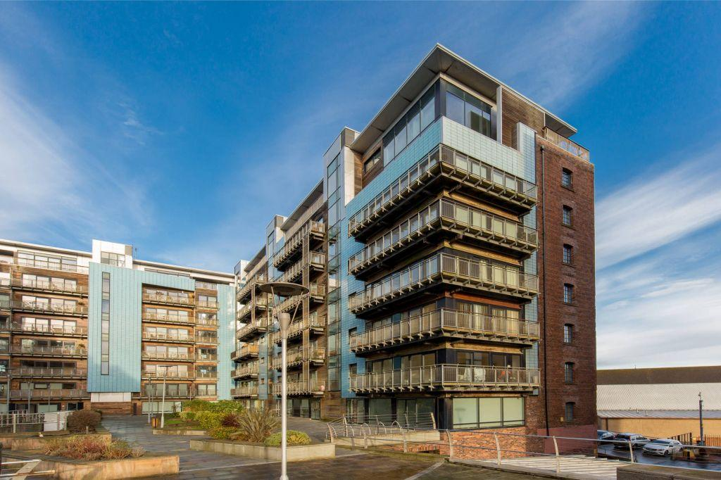 3 Bedrooms Flat for sale in 31/10 Breadalbane Street, Edinburgh, EH6 5JW
