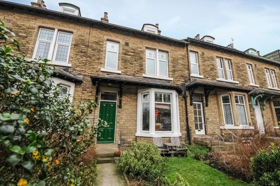 5 Bedrooms Terraced House for sale in WELLINGTON CRESCENT, SHIPLEY, BD18 3PH