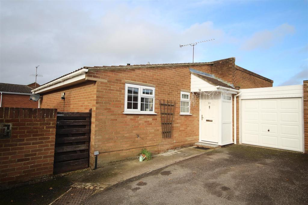 2 Bedrooms Detached Bungalow for sale in Hurst Park Road, Twyford, Reading