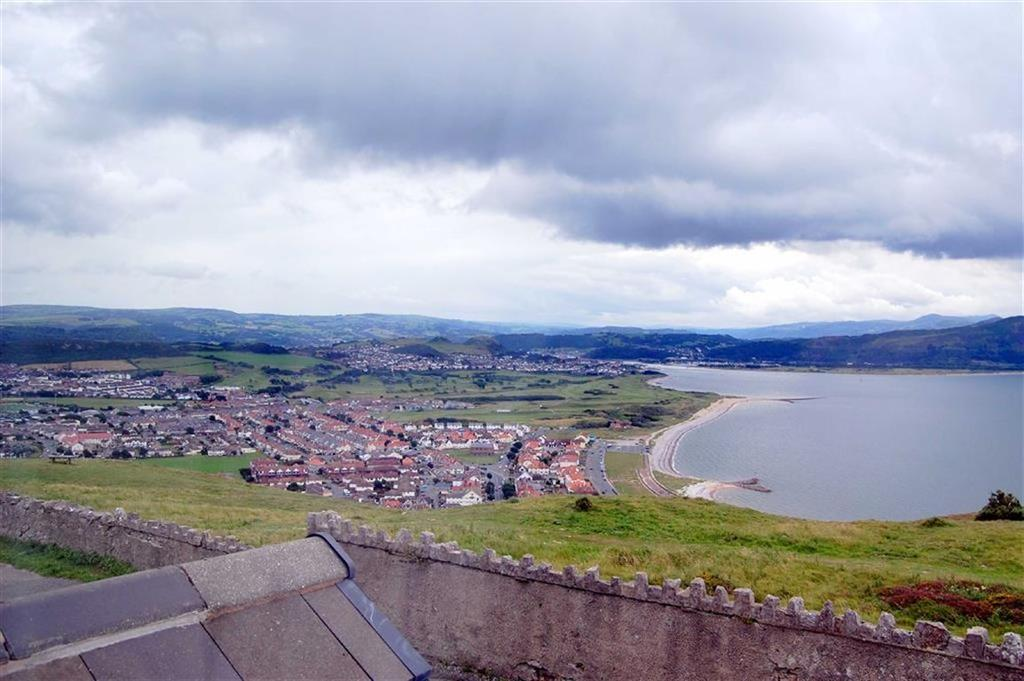 2 Bedrooms Terraced House for sale in Anglesey Road, Great Orme, Llandudno, Conwy