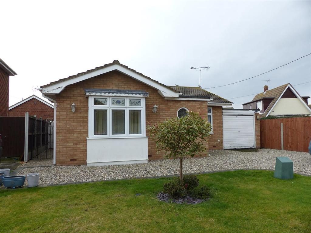 2 Bedrooms Detached Bungalow for sale in Hetzand Road, Canvey Island