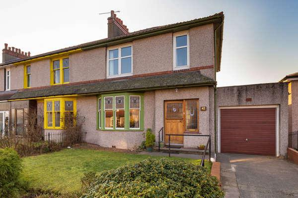 3 Bedrooms End Of Terrace House for sale in 42 Kingslynn Drive, Glasgow, G44 4JA