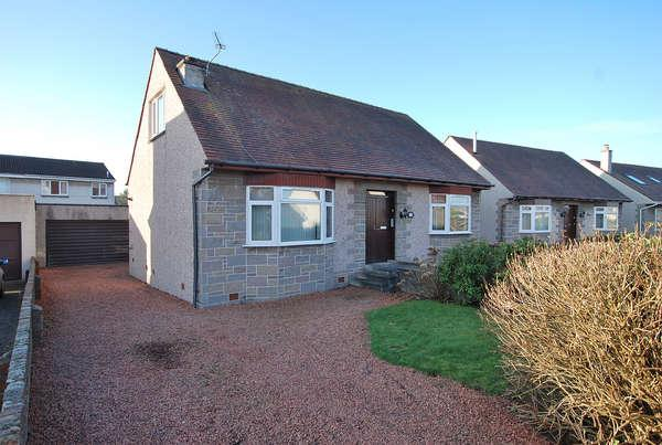 3 Bedrooms Detached Bungalow for sale in 76 St. Andrews Avenue, Prestwick, KA9 2DZ