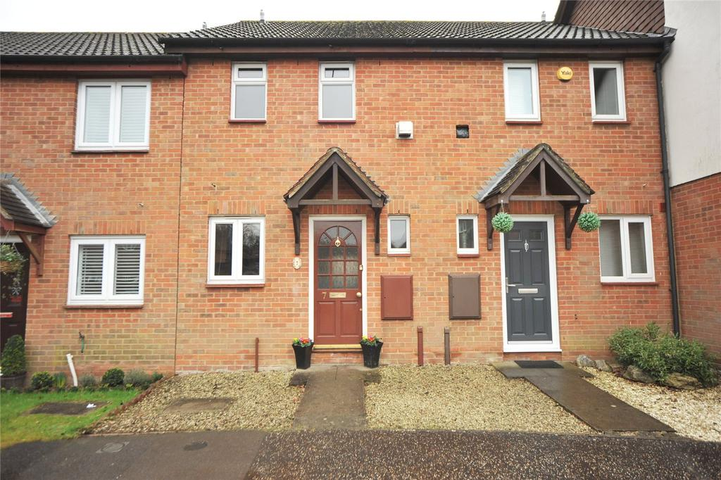 2 Bedrooms Terraced House for sale in Spalt Close, Hutton, Essex, CM13