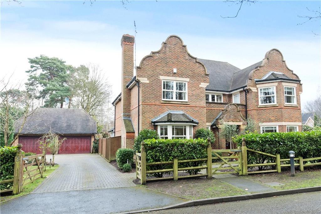 4 Bedrooms Detached House for sale in Sandringham Park, Cobham, Surrey, KT11