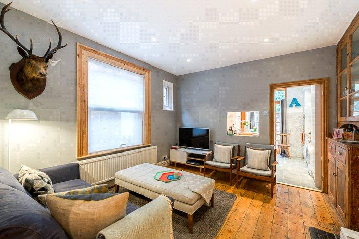 2 Bedrooms Flat for sale in Temple Road, London, NW2